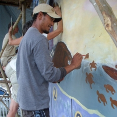 Pandji melukis tukik penyu di Taima