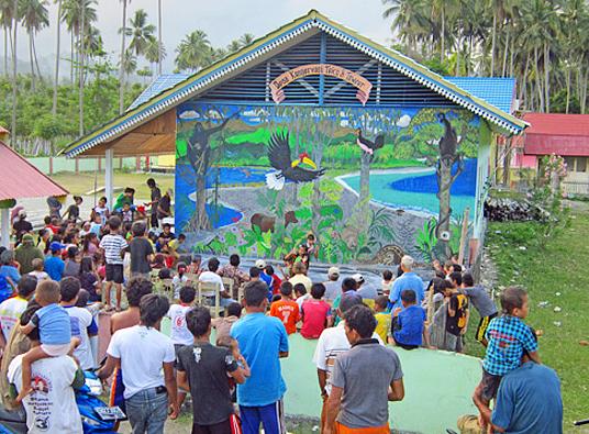 Lukisan dinding di tembok sekolah di Desa Teku/Toweer