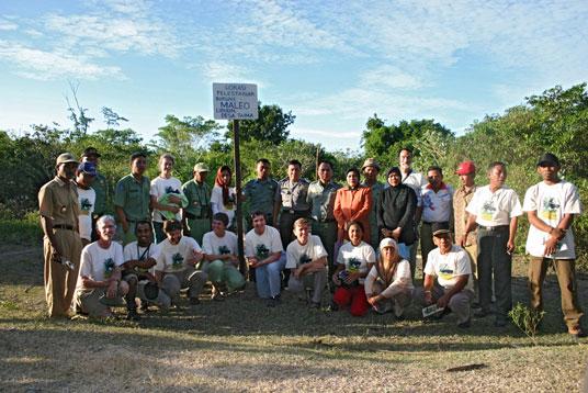 1 Agustus 2006: aliansi yang baru terbentuk meluncarkan proyek pelestarian maleo di desa Taima