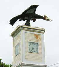 Patung maleo di pusat kota Luwuk, pintu masuk wilayah Tompotika